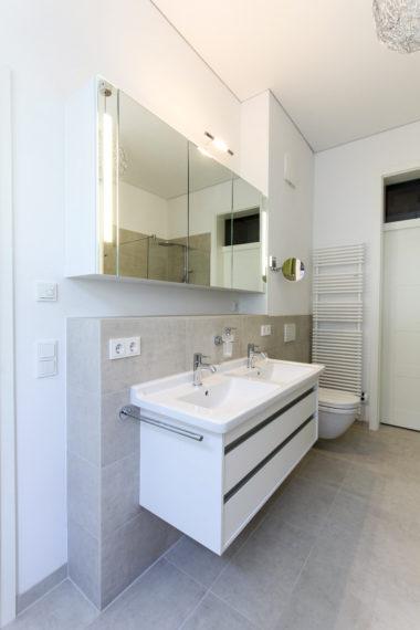 2012-1101-re-ha-062-spiegelschrank-02-01